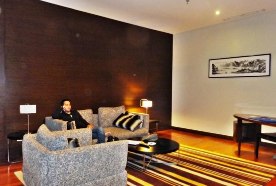 Novotel Jakarta Mangga Dua Square: Living room in executive room on 8th floor