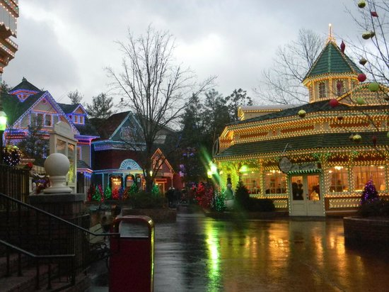 Dollywood:                   Lit up for christmas!