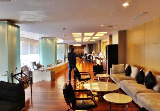 نوفوتيل جاكرتا مانجا دوا سكوير هوتل: The Premier Lounge