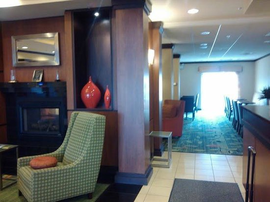 Fairfield Inn & Suites Strasburg Shenandoah Valley:                   Lobby