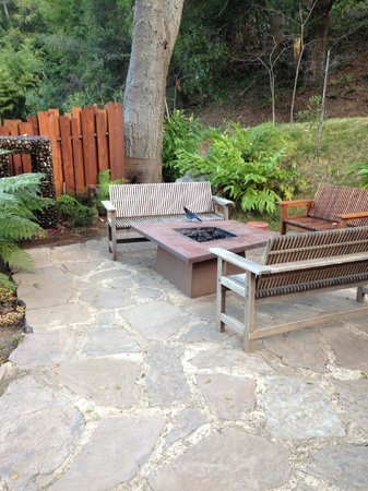 Glen Oaks Big Sur :                   Common area firepit