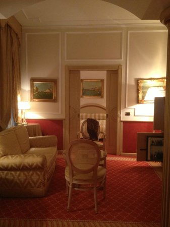Starhotels Splendid Venice :                   SEATING AREA INTO BEDROOM