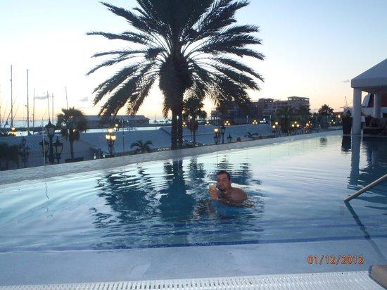 Renaissance Aruba Resort & Casino:                   picina atardecer