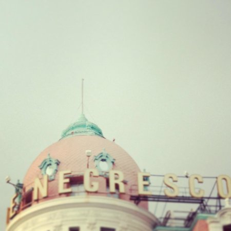 Clair Hotel:                   Locale