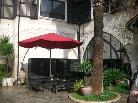 Savon Hotel,avlu