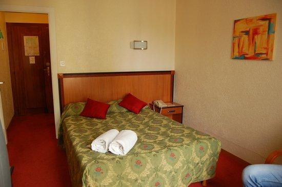 Hotel Montana:                   Bedroom