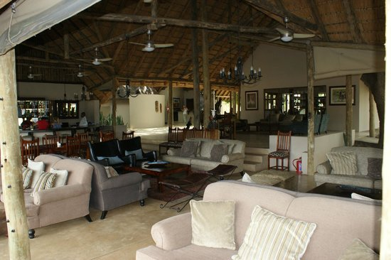 Simbavati River Lodge: Common area