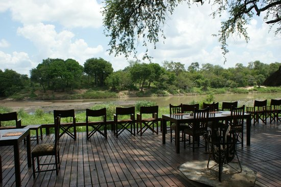 Simbavati River Lodge: Viewing deck - hippos frequent river
