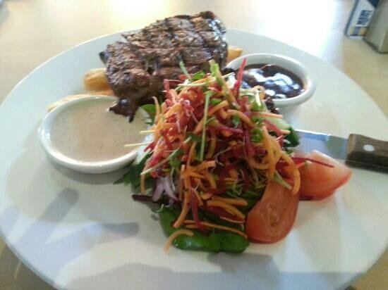 Ashmore Tavern :                   The lunch rump special