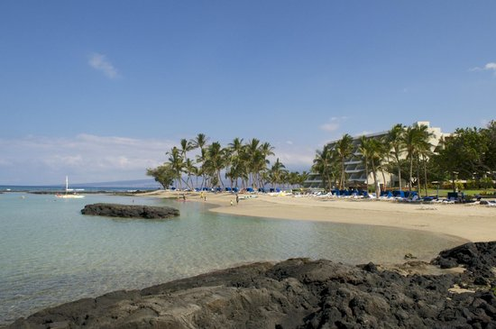 Mauna Lani Bay Hotel & Bungalows:                   Oceon Front rooms and beach