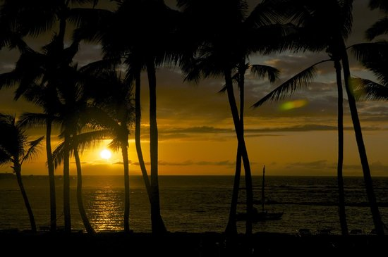 Mauna Lani Bay Hotel & Bungalows:                   Sunset from the room
