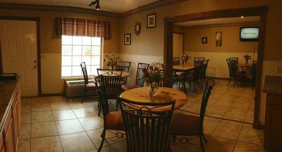 Twelve Oaks Inn: Our NEW Breakfast Room