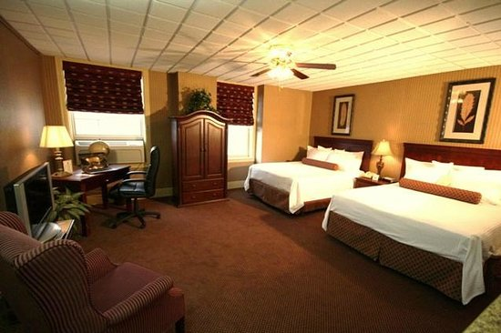 Genetti Hotel & Suites: Traditional Double