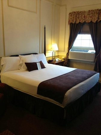 Genetti Hotel & Suites: Traditional King