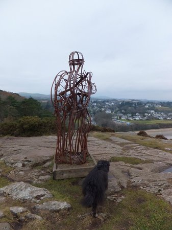 Plas Glyn y Weddw: Sculpture at viewing point.
