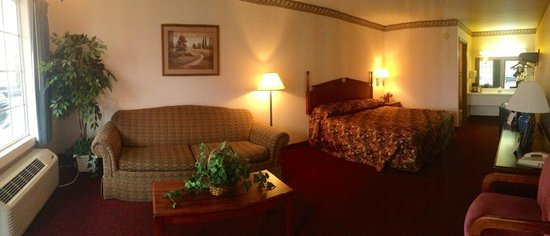Twelve Oaks Inn: King W/ Couch (Panaramic View)