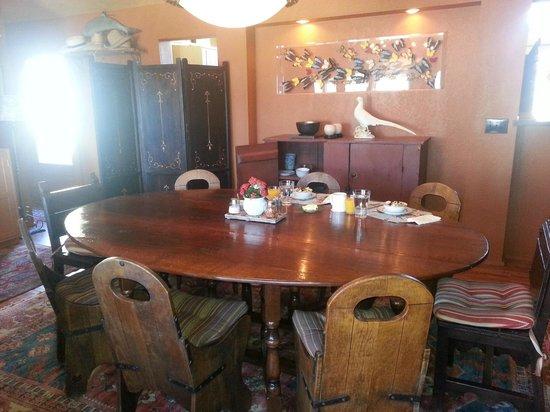 Casa de los Desperados:                   Dining room