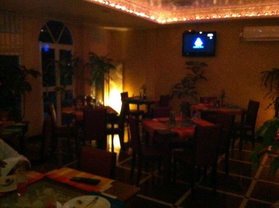 Le Vieux Nice Inn:                   Restaurant