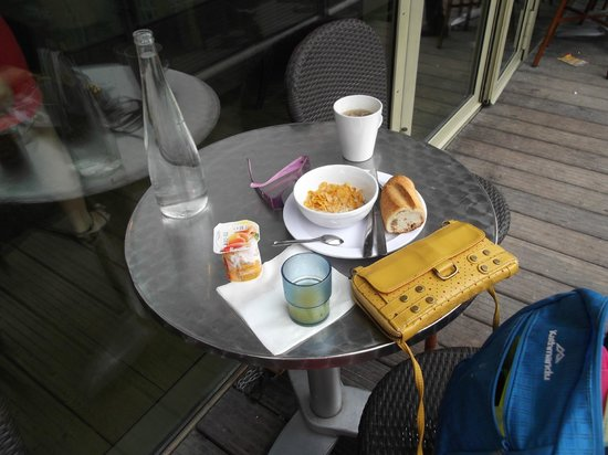 St Christopher's Canal Paris: breakfast