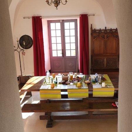 Chateau de Lugagnac:                   Salle à manger (partie) depuis l'escalier