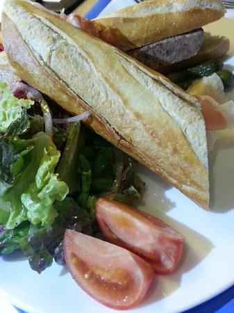 Hotel Niwa Tokyo:                                     ルームデリバリー・サンドイッチ