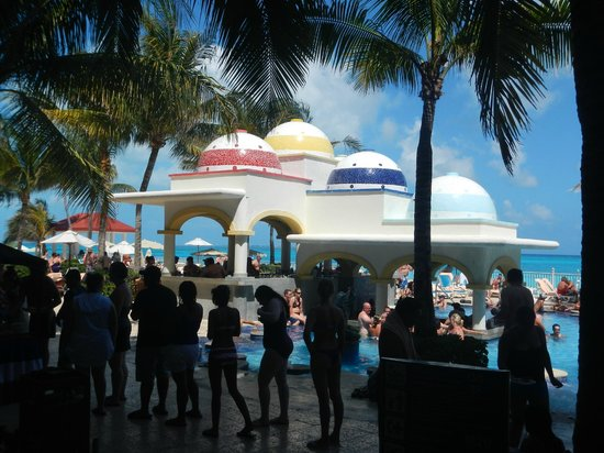 Hotel Riu Cancun:                   Barbecue by the pool Friday afternoon.