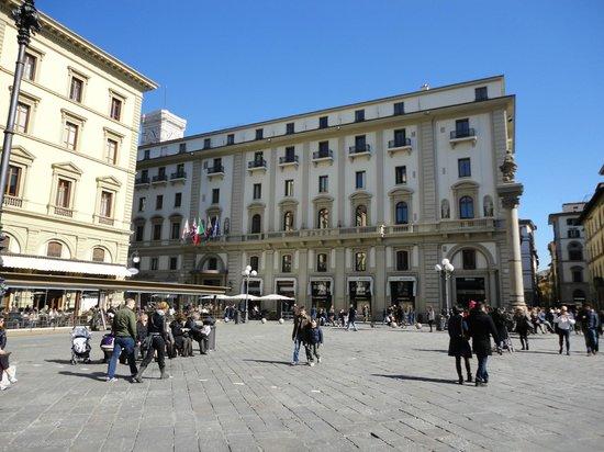 Hotel River:                   Square