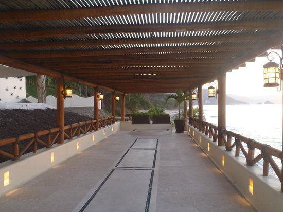 Hotel Playa Fiesta:                   Wedding Area