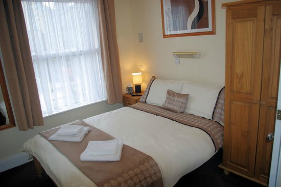 Trevellis Bed and Breakfast: Bedroom 2 en-suite