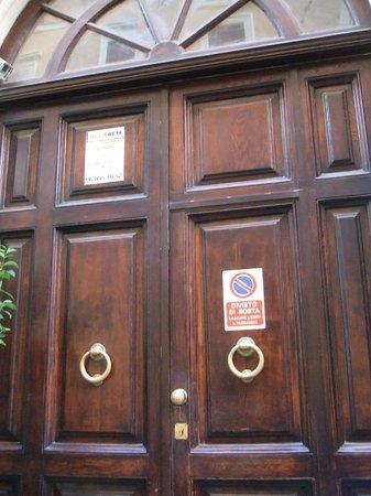 Hotel Castelfidardo :                   Portone d'ingresso dell'hotel