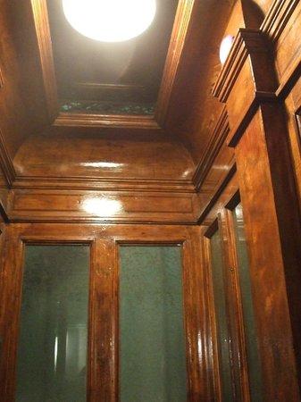 Hotel Castelfidardo :                   Ascensore