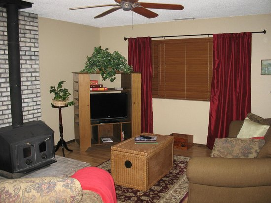 Comfi Cottages of Flagstaff: Mountain View Cottage (3022 Peak View) Living Area