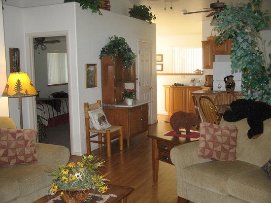Comfi Cottages of Flagstaff: Mountain Country Retreat (710 B Birch) Living Area