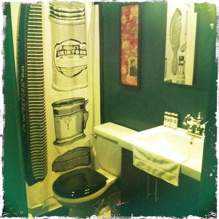 Palihotel:                   guestroom bathroom