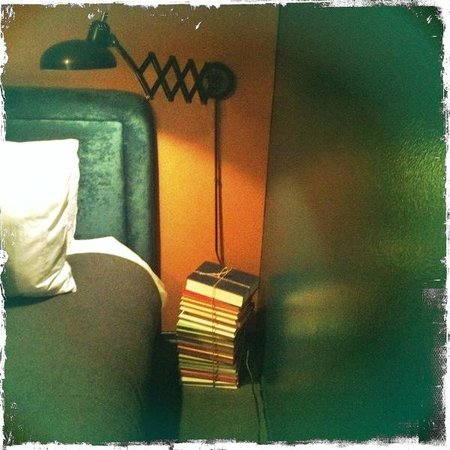 Palihotel:                   Guestroom-love the industrial inspo & lighting