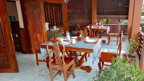 Bayon Garden Guesthouse:                   Frühstücksterrasse
