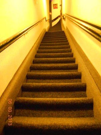 Hotel Aspen:                   Che fatica salire con le valige                 