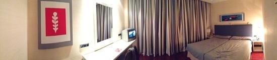 Metropol Rooms Alcala :                   Panorámica habitación
