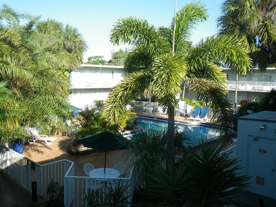 Ramada Fort Lauderdale Airport/Cruise Port:                   View of pool from our balcony