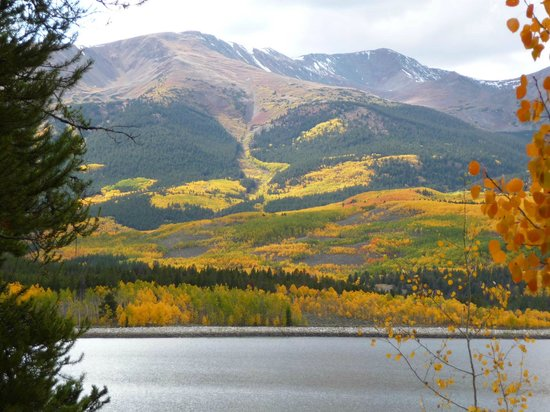 The Twin Lakes Inn: Gorgeous Fall Colors visible from the Inn