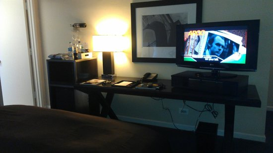 The Court - A St Giles Premier Hotel:                   LCD TV, Desk, Fridge