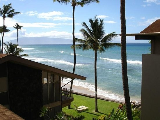 Hale Maui Apartment Hotel: Penthouse view taken from balcony