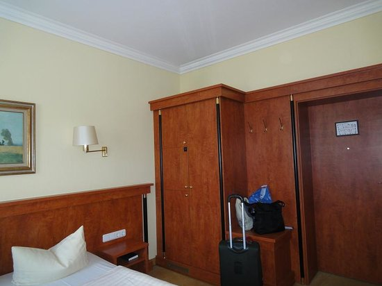 Hotel am Congress-Centrum - The room