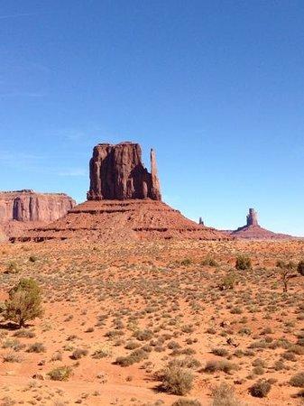 Monument Valley Navajo Tribal Park:                   Une vue magnifique du parc!
