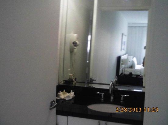 Fortune House Luxury Apartment Suites:                   Master Bathroom
