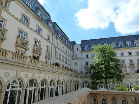 Villa Kennedy:                   jardin interior del hotel
