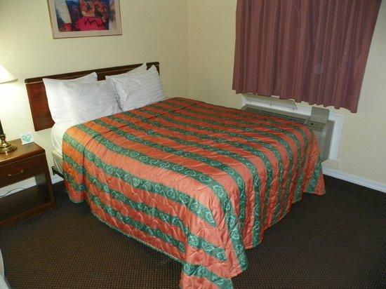 Rodeway Inn Medford:                   Bedroom