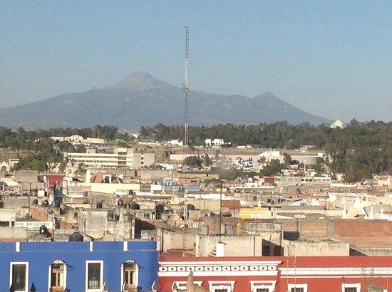 Hotel Gilfer: La Malinche Volcano seen from east facing room on sixth floor.