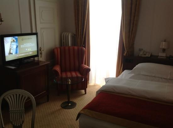 Excelsior Hotel Ernst:                                     Habitación muy pequeña