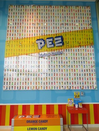 PEZ Visitor Center: Lots of dispensers!